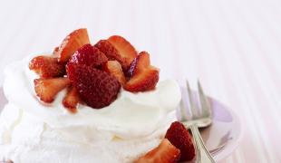 La pavlova : histoire et recette d'un dessert léger comme un tutu