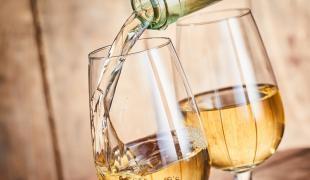 Pourquoi le vin blanc provoque-t-il des crampes ?