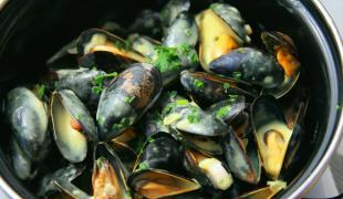 Comment préparer des moules marinières ?