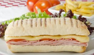 Faites le tour du monde avec ces 11 sandwichs chauds