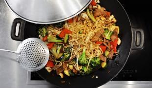 20 idées de plats asiatiques à emporter que l'on peut faire à la maison