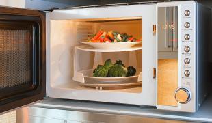 3 légumes que l'on peut faire cuire très facilement au four à micro-ondes