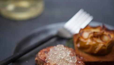 recette foie gras po l caviar de floc de gascogne et pommes au four aux chips d 39 ail blanc de. Black Bedroom Furniture Sets. Home Design Ideas