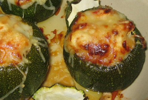 Courgettes rondes farcies aux petits légumes