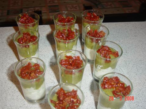 Verrines courgettes, tomates confites et fromage frais
