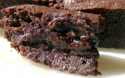 Gateau avec chocolat fondu