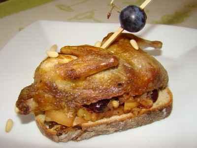 recette caille au porto sur toast au chutney de pomme raisin et pignons de pin 750g. Black Bedroom Furniture Sets. Home Design Ideas