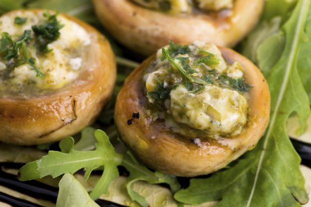 Recette champignons farcis au beurre d 39 escargot 750g - Comment cuisiner des champignons de paris frais ...