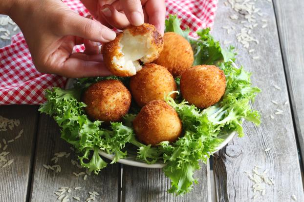 recette croquettes de riz la mozzarella en vid o. Black Bedroom Furniture Sets. Home Design Ideas