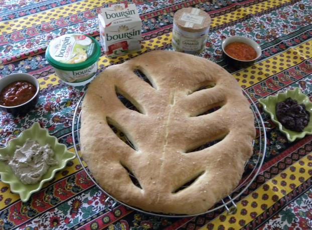 Recette fougasse au boursin cuisine ail et fines herbes 750g - Boursin cuisine ail et fines herbes ...