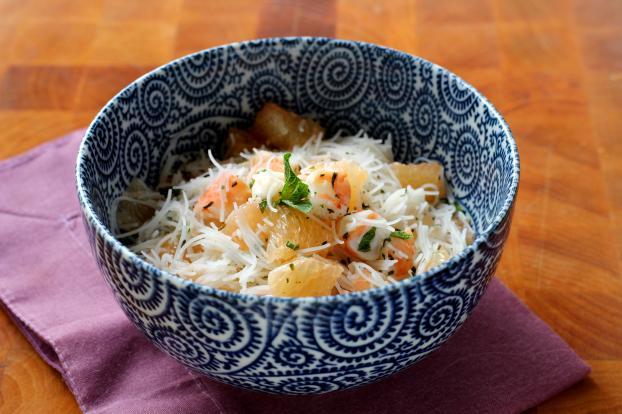 Recette - Salade légère au pamplemousse crevettes et vermicelles on
