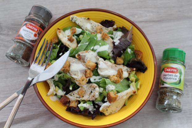 recette salade poulet avocat et cro tons herbes de provence en vid o. Black Bedroom Furniture Sets. Home Design Ideas