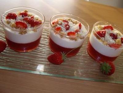 Recette tiramisu fraise au crumble de chocolat blanc 750g - Tiramisu fraise sans mascarpone ...