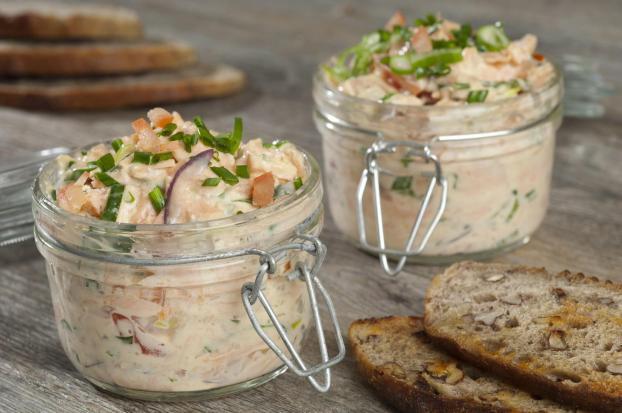 recette rillettes de saumon aux oignons nouveaux tomates et ciboulette 750g. Black Bedroom Furniture Sets. Home Design Ideas