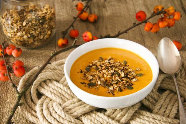 Recette soupe de butternut aux lentilles corail et granola sal 750g - Soupe butternut thermomix ...