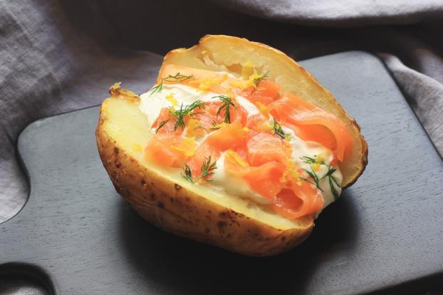 recette pommes de terre au four saumon fum cr me. Black Bedroom Furniture Sets. Home Design Ideas