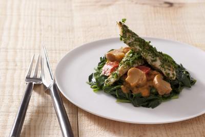 http://static.750g.com/images/622-auto/b3e7d64b000a16cb5b89fbec493a3342/aiguillettes-de-poulet-enrobees-dherbes-fraiches-tombee-de-pousses-depinards-aux-champignons-de-paris-tomate-mascarpone-pointe-de-piment-despelette.jpeg