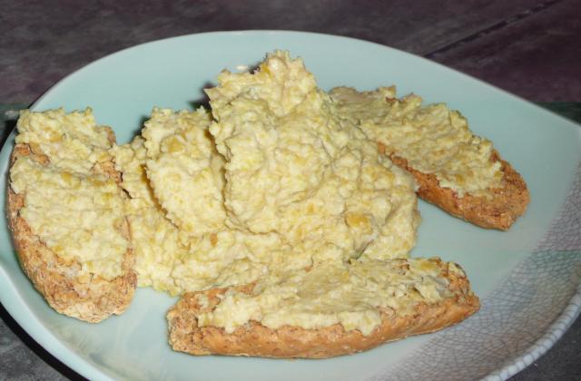 Tartines de purée de pois chiches au lait de coco - Photo par patata
