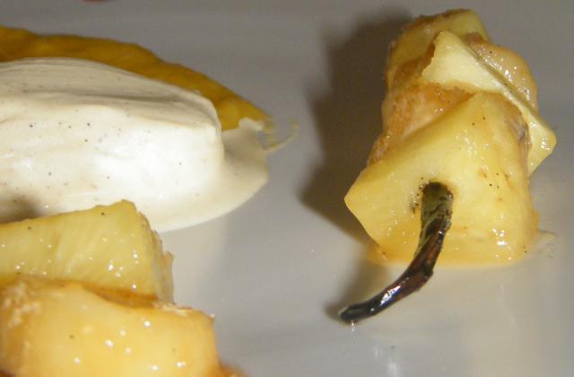 Banane et ananas vanillé, glace vanille et coulis de mangue - Photo par stephaniegr