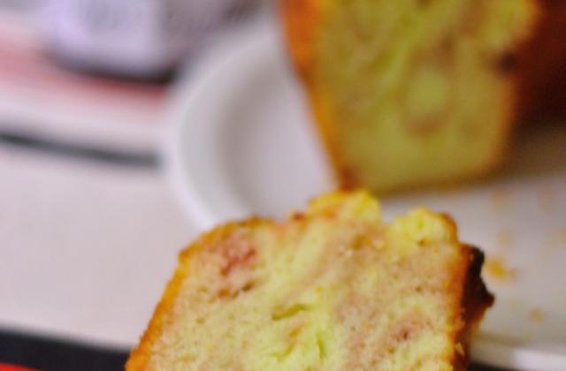 Gâteau rayures zébrées à la confiture de cerises griottes et au citron - Photo par Bonne Maman