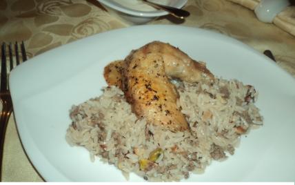 Poulet farci à la viande hachée riz et fruits secs (liban) - Photo par tsarin