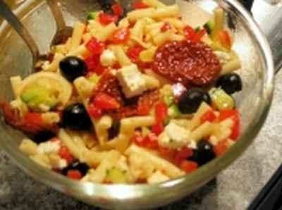 Salade froide de penne aux tomates cerise et courgettes - Photo par mps201