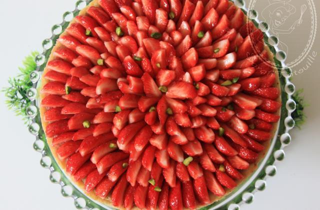 Tarte aux fraises, crème d'amande et pistaches torréfiées - Photo par sarahrj