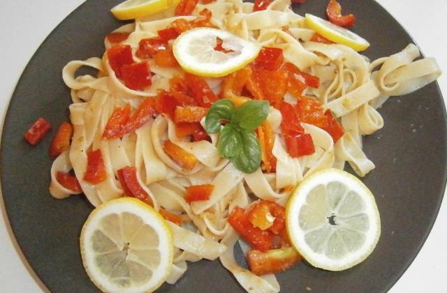 Tagliatelles aux poivrons et tapenade - Photo par delicesdunenovice