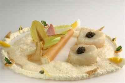 Noix de Saint-Jacques et caviar et endives au jambon de Reims - Photo par 750g