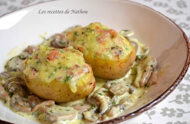 Pommes de terre farcies au lard et Reblochon, champignons à la crème - Photo par Invité