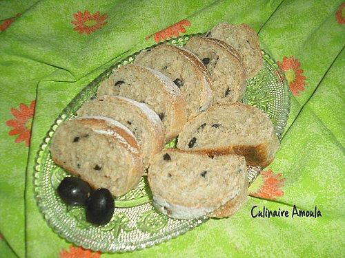 Pain aux olives à la farine complète - Photo par Culinaire Amoula
