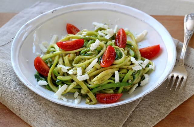 Zoodle ou Spaghettis de courgette au pesto et féta - Photo par Silvia Santucci