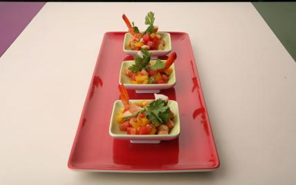 Tartare de crevettes,  mangue et pastèque à la vanille, citron vert et coriandre - Photo par Sandrine Baumann