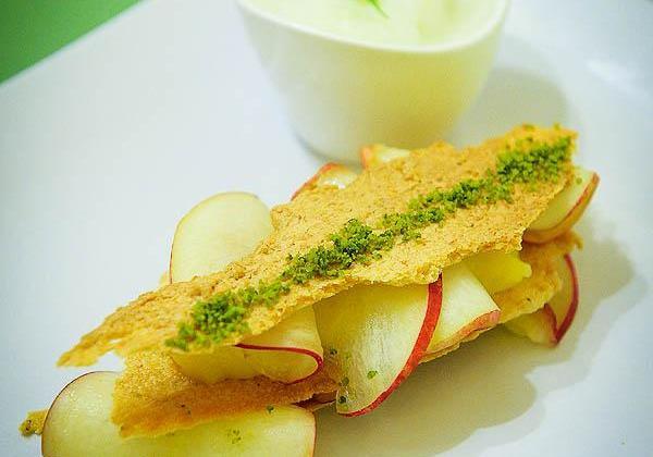 Tuiles (sans gluten) lemon curd, nectarines et sorbet basilic - Photo par Marcia Tack ses influences culinaires