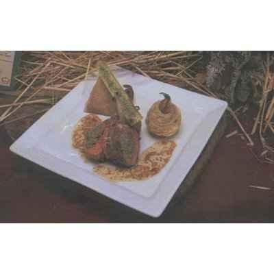 Carré d'agneau du Poitou Charente roulé au  boulgour, croustillant à la confiture d'échalions, risotto couscous-champignons, jus  tranché à l'aillet - Photo par 750g