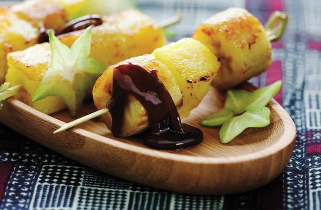 Ethnique : brochettes ananas-banane rôties aux épices - Photo par Cedus Le sucre