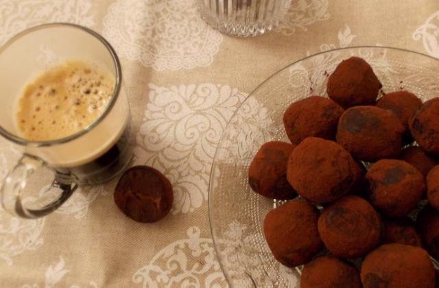 Truffes aux 2 chocolats et caramel - Photo par chachoualacreme