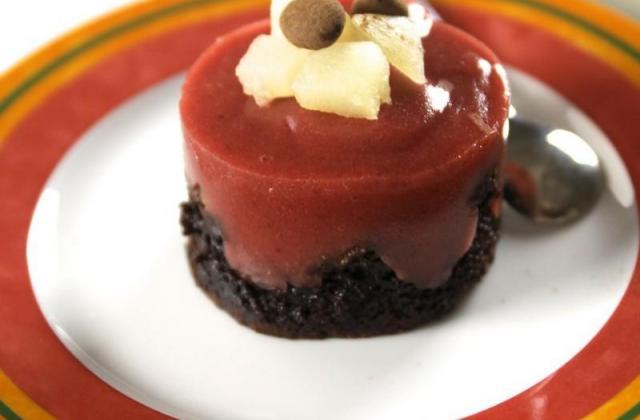 Fondant chocolat, poires et fraises - Photo par okcebon
