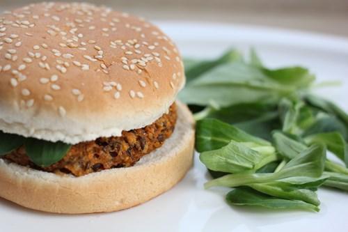 Burger de lentilles à la Mayonnaise - Photo par Amora