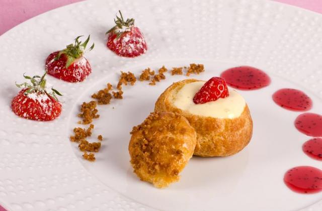 Chou aux fraises, cremeux vanille poivre - Photo par Mamina