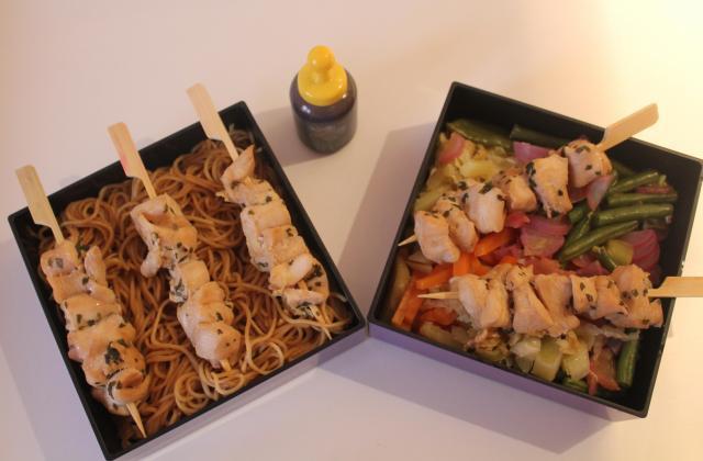 Brochettes de poulet mariné et ses petits légumes - Photo par Alexielle