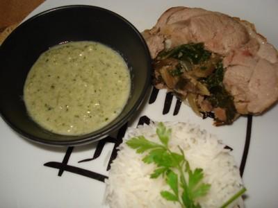 Roulé d'agneau fourré aux blettes et sa crème d'ail verte - Photo par delphinetika
