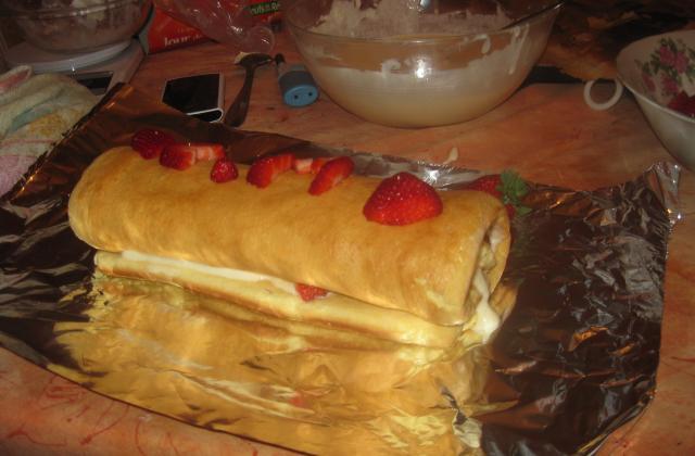 Roulé au mascarpone et aux fraises - Photo par m-c-m13700