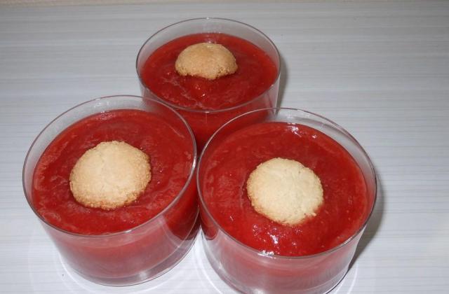 Compote pommes fraises et macarons minute - Photo par claireFwC