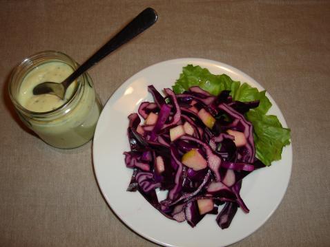 Chou rouge râpé à la pomme sauce yaourt aux herbes - Photo par timotheh