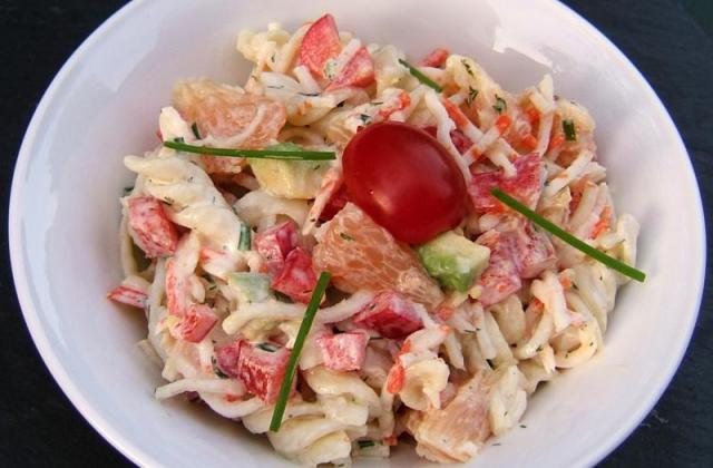 Salade de torsades au surimi - Photo par eloline