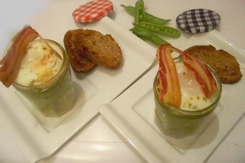 Oeuf cocotte en verrine à la crème de petit pois et chips de lard fumé - Photo par coco006