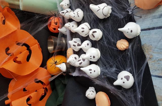 Meringues fantômes spécial Halloween - Photo par LifeLoveandChocolate