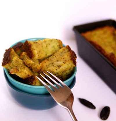 Cake fondant envoûtant au goût d'épices et fruits oléagineux - Photo par charliG