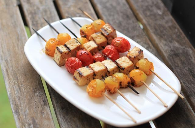Brochettes tomates cerise & tofu - Photo par 750g
